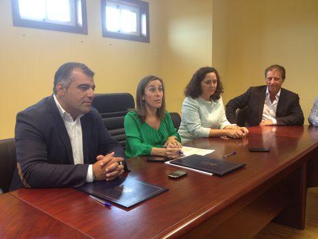 La conselleira Ethel Vázquez firmó un convenio con el presidente de la gestora de Oza-Cesuras