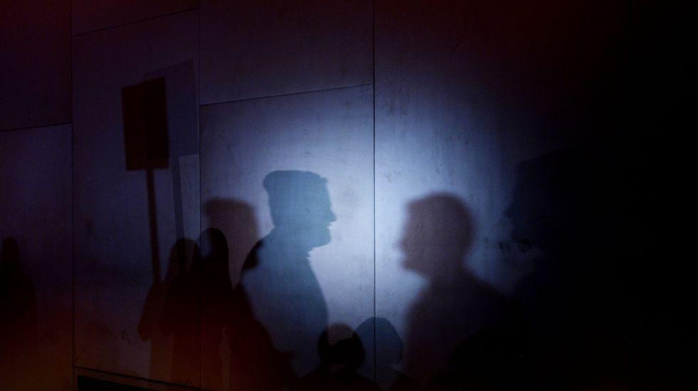 Semana de la Moda de Nueva York.Fotografía de siluetas que representan a personajes de un programa de televisión durante el desfile de Costello Tagliaprieta.