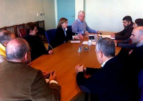 Los representantes socialistas, en la reunión en la Lonja.