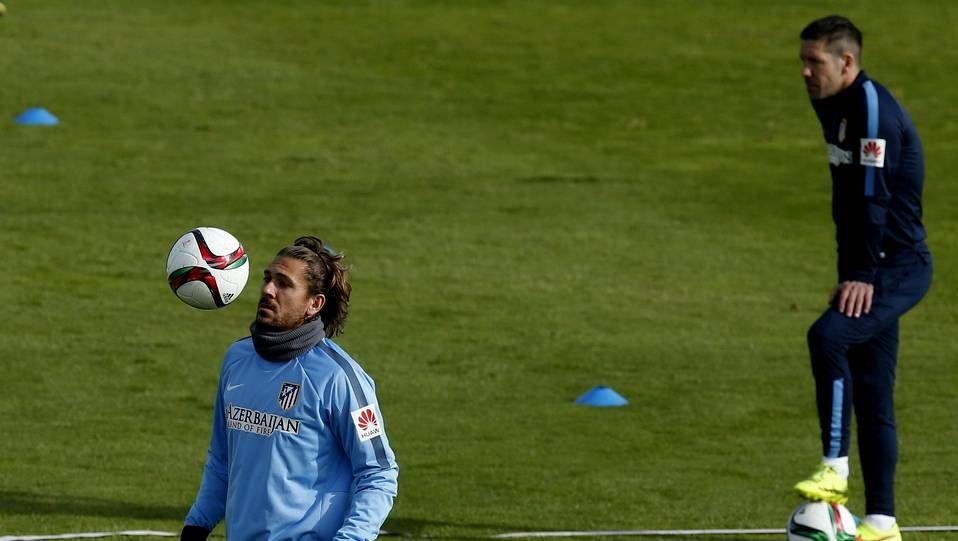 Fernando Torres en un partido con el Milan.