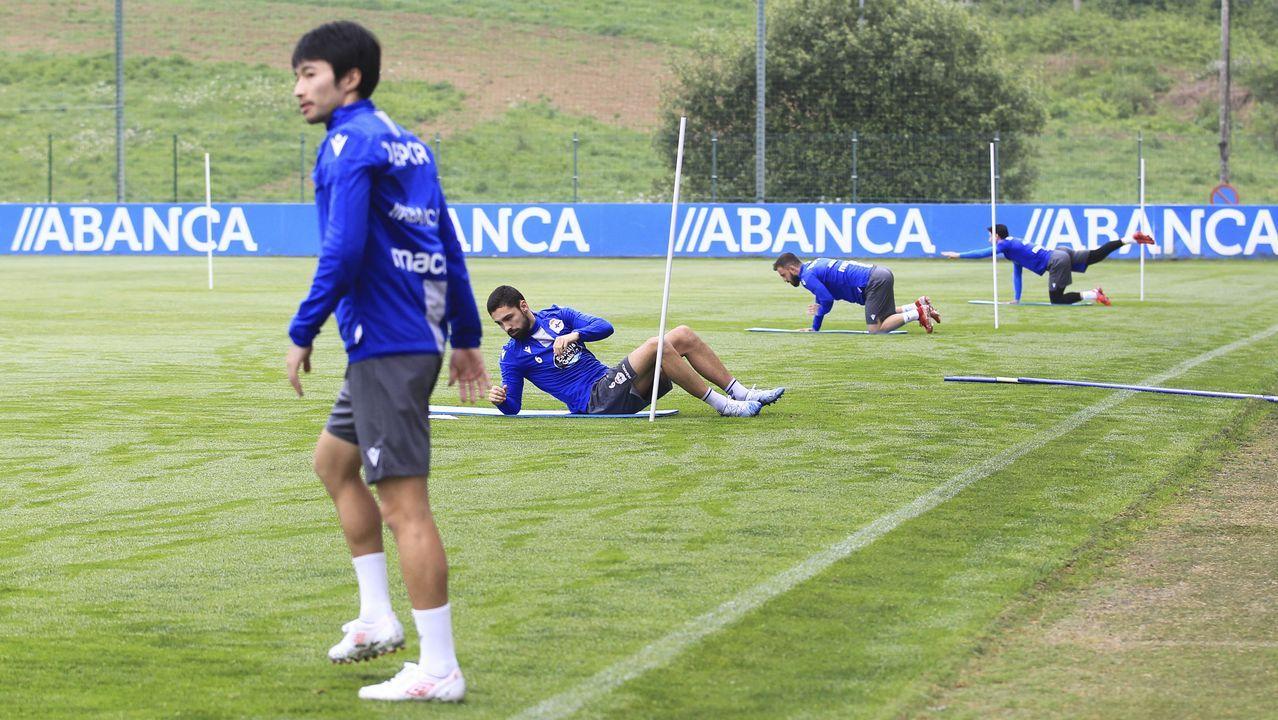 Así ha sido la vuelta al trabajo del Deportivo.Los jugadores del Dépor festejan el gol de Peru al Tenerife