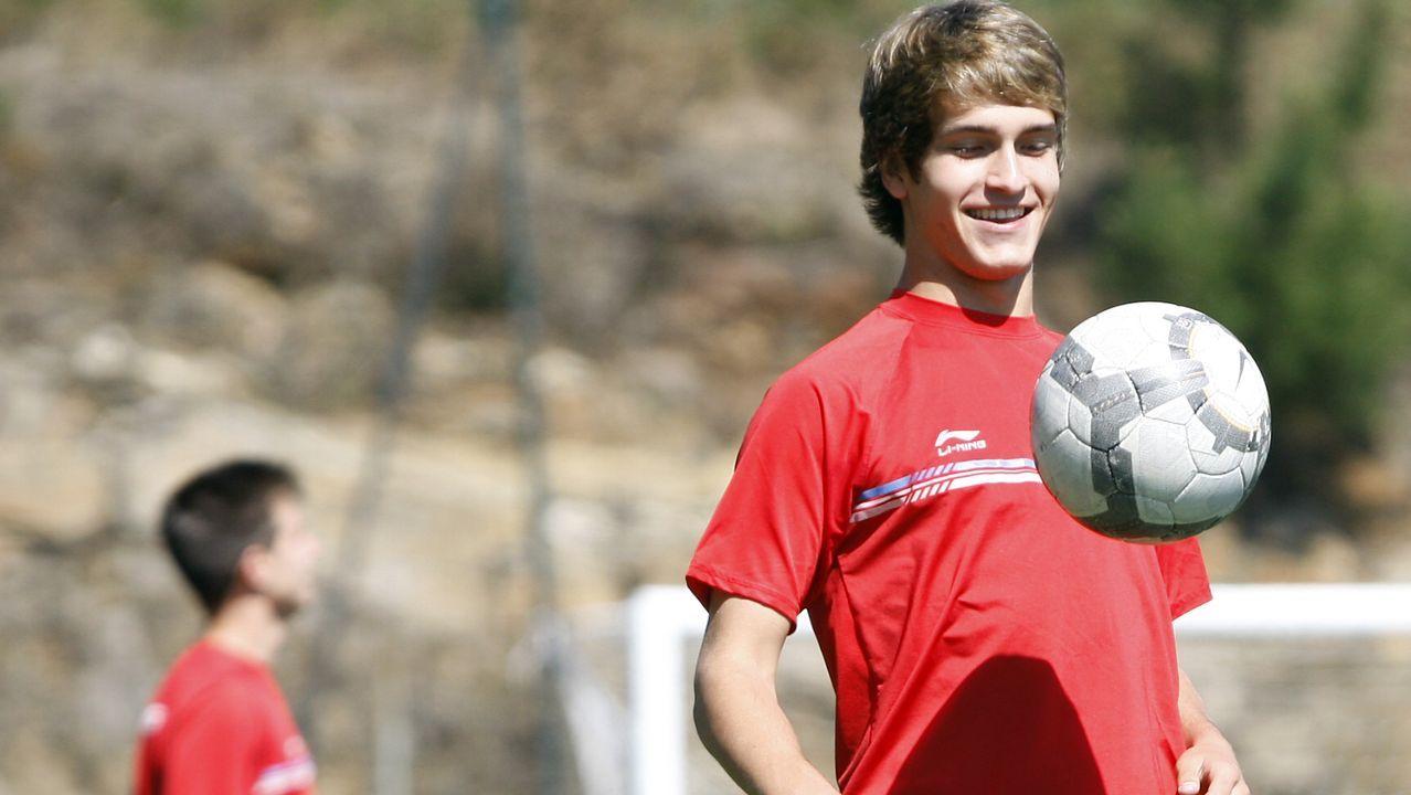 Vídeo   Denis Suárez firma su contrato con el Celta