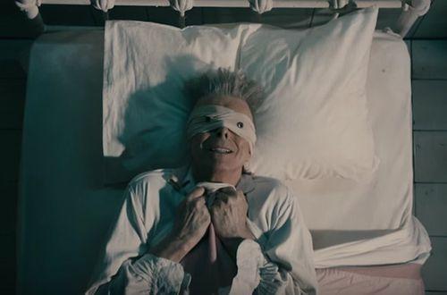 David Bowie en el videoclip  Lazarus