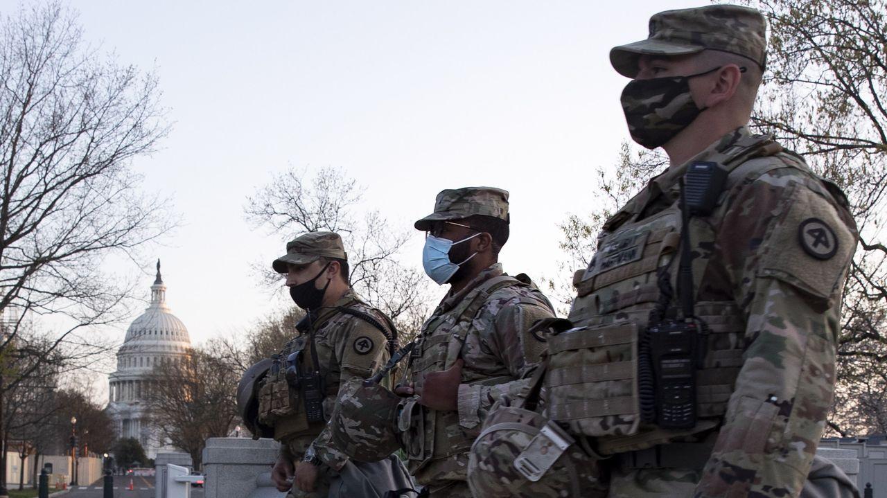 Tres soldados de la Guardia Nacional, en el entorno del Capitolio