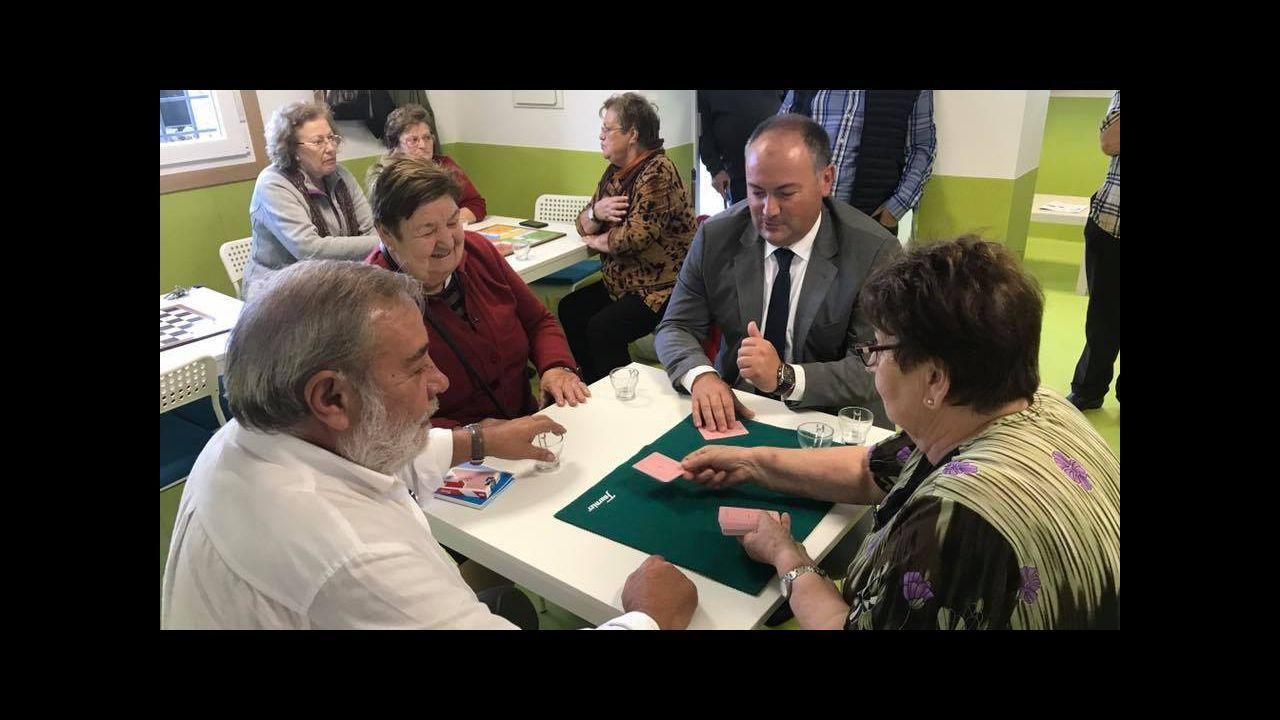 Cremos que na Coruña podemos ser chave de goberno e poñer condicións .Julio Sacristan en la rueda de prensa de su despedida