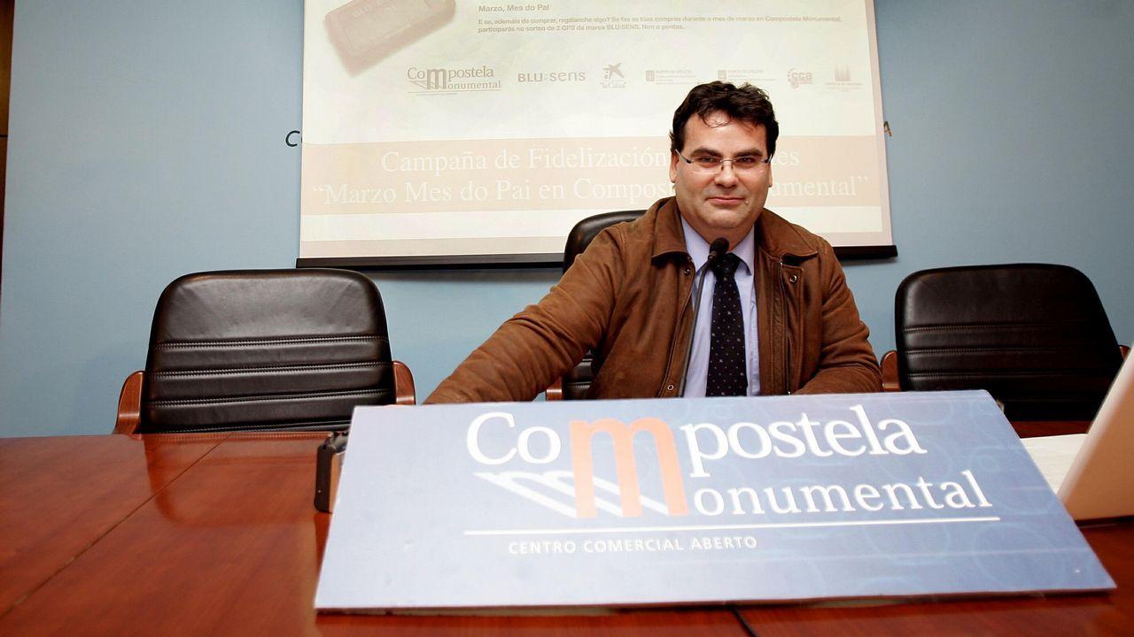 José Manuel Traba, portavoz del PP fisterrán, votando en las pasadas elecciones