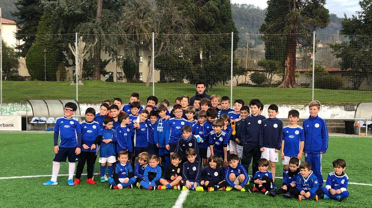 Borja Sánchez,´con los niños y niñas del campamento