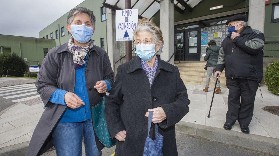 Jornada de protestas de la hostelería gallega.Sigue la vacunación de mayores de 80 años en la comarca