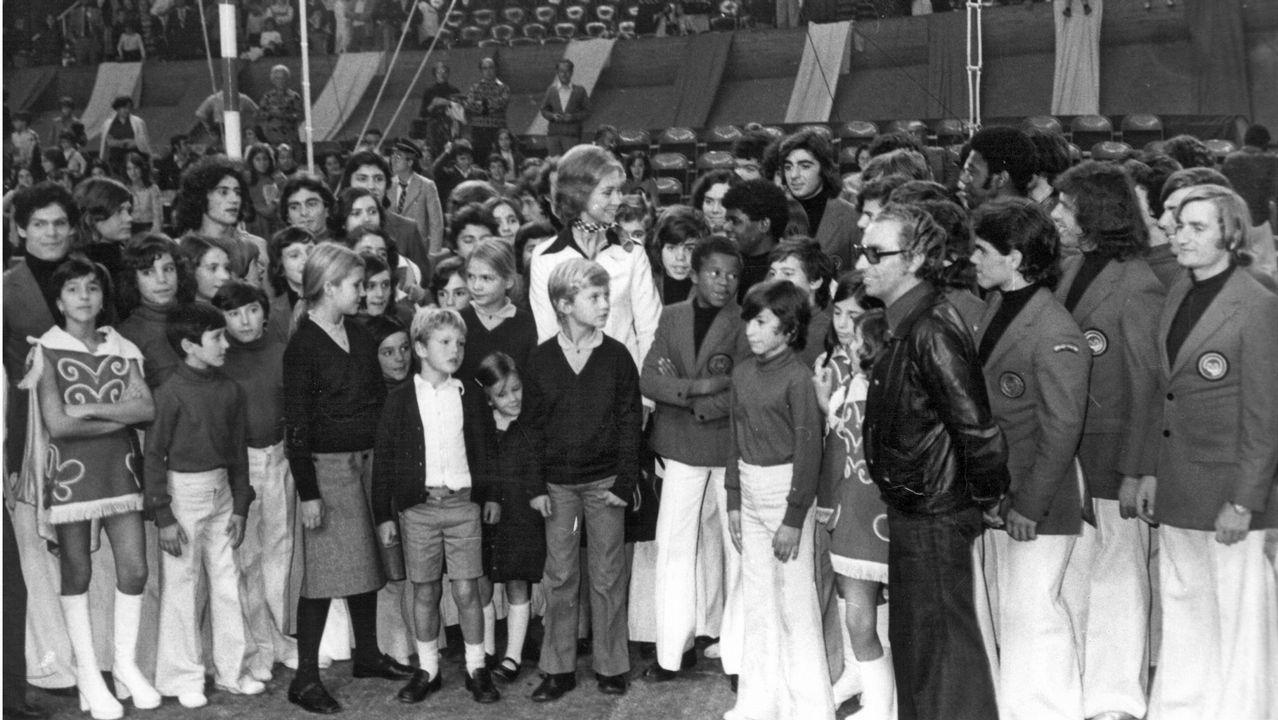 Santiago Rey, acompañado de Salomé Fernández-San Julián, celebró su cumpleaños rodeado de numerosos miembros de las empresas de la Corporación Voz de Galicia
