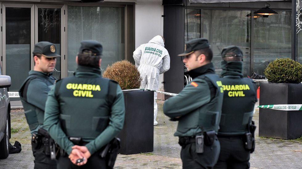 La muerte de un hombre tras una pelea en la celebración de año nuevo conmociona Oleiros.Llegan a los juzgados los detenidos por el crimen de Oleiros en Nochevieja