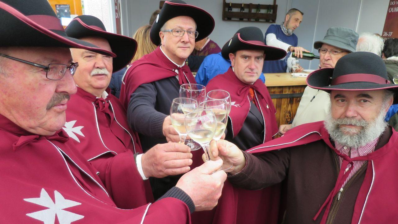 Miembros de la cofradía de los vinos de Quiroga, en una imagen de archivo de a feria