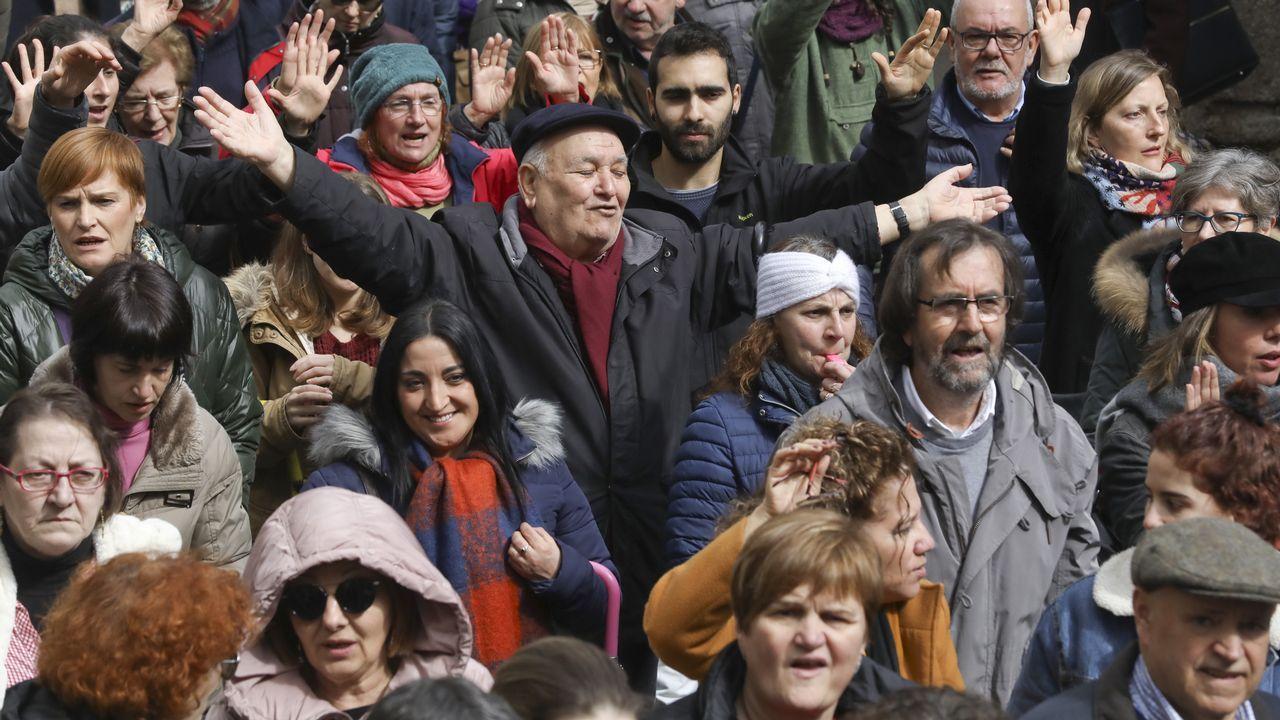 Cientos de personas claman por un buen sistema público de pensiones en Santiago