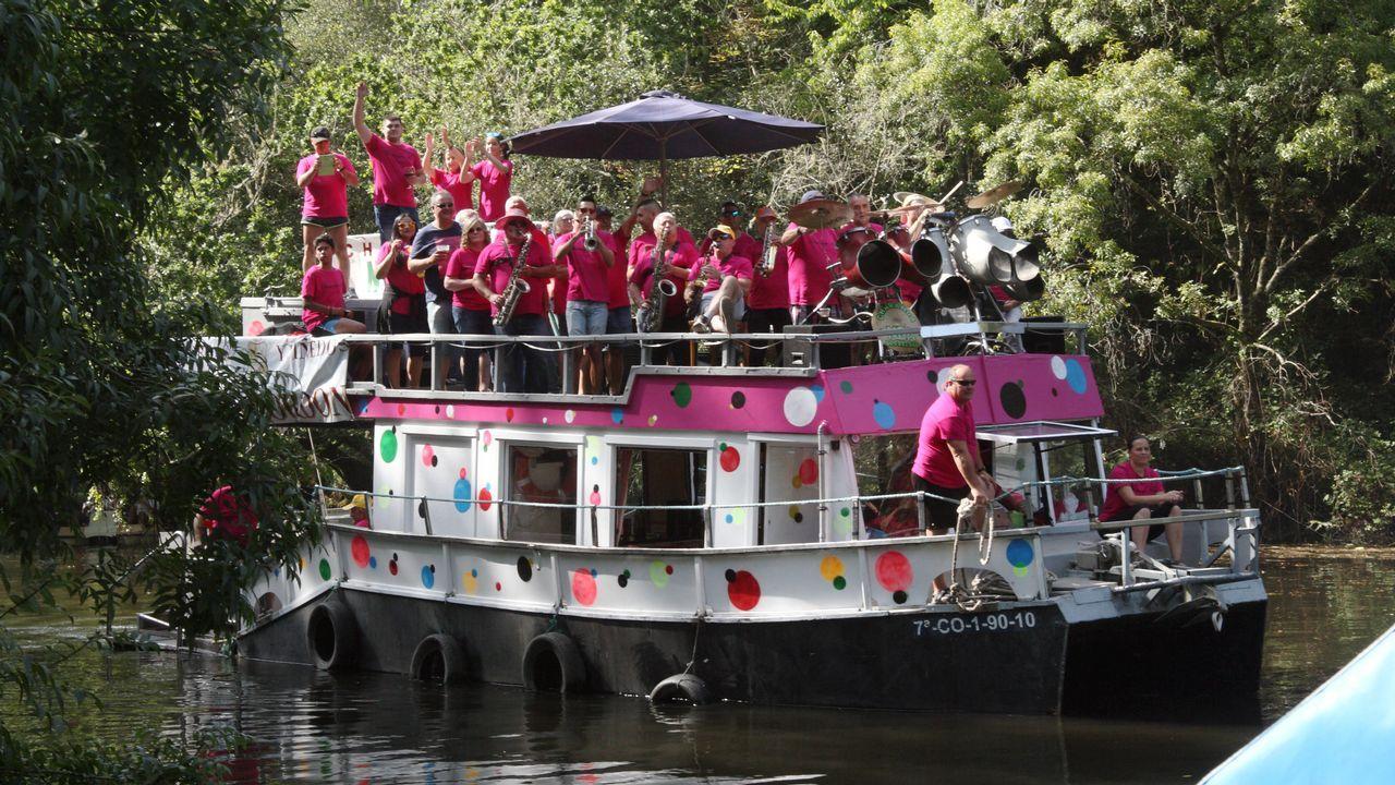 Festa rachada en la jira de Os Caneiros