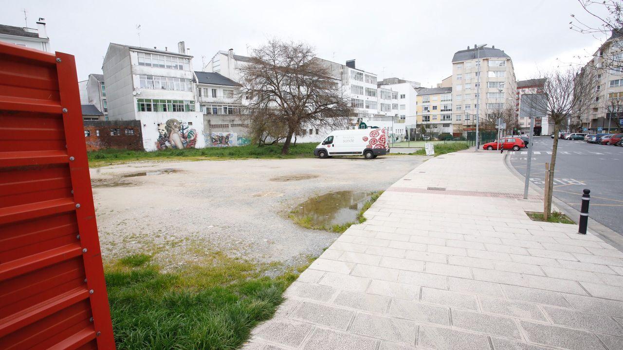 Así están los parques infantiles de Lugo en vísperas de su reapertura.Solar entre Túnel de Oural y Manuel María, en A Piringalla, donde se hará una nueva plaza