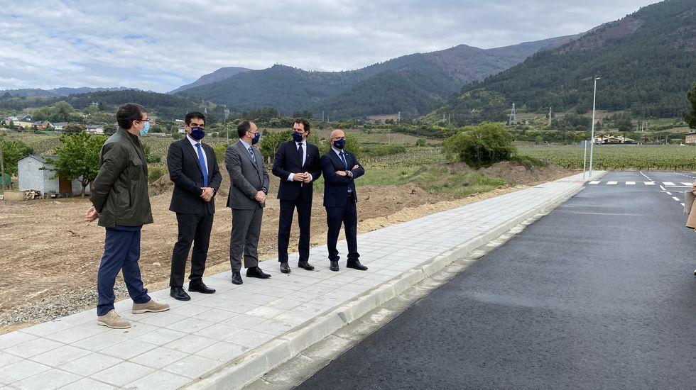 Rubial, Alén, Comesaña, Fernández y Baltar en la visita al solar donde se construirá el nuevo centro de salud de A Rúa