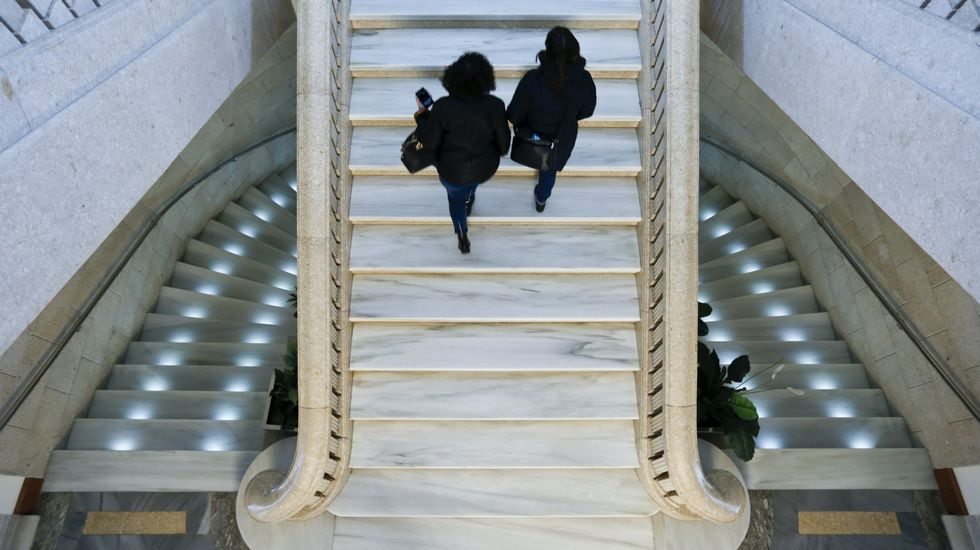 Escaleras principales de la sede de la Diputación de Lugo