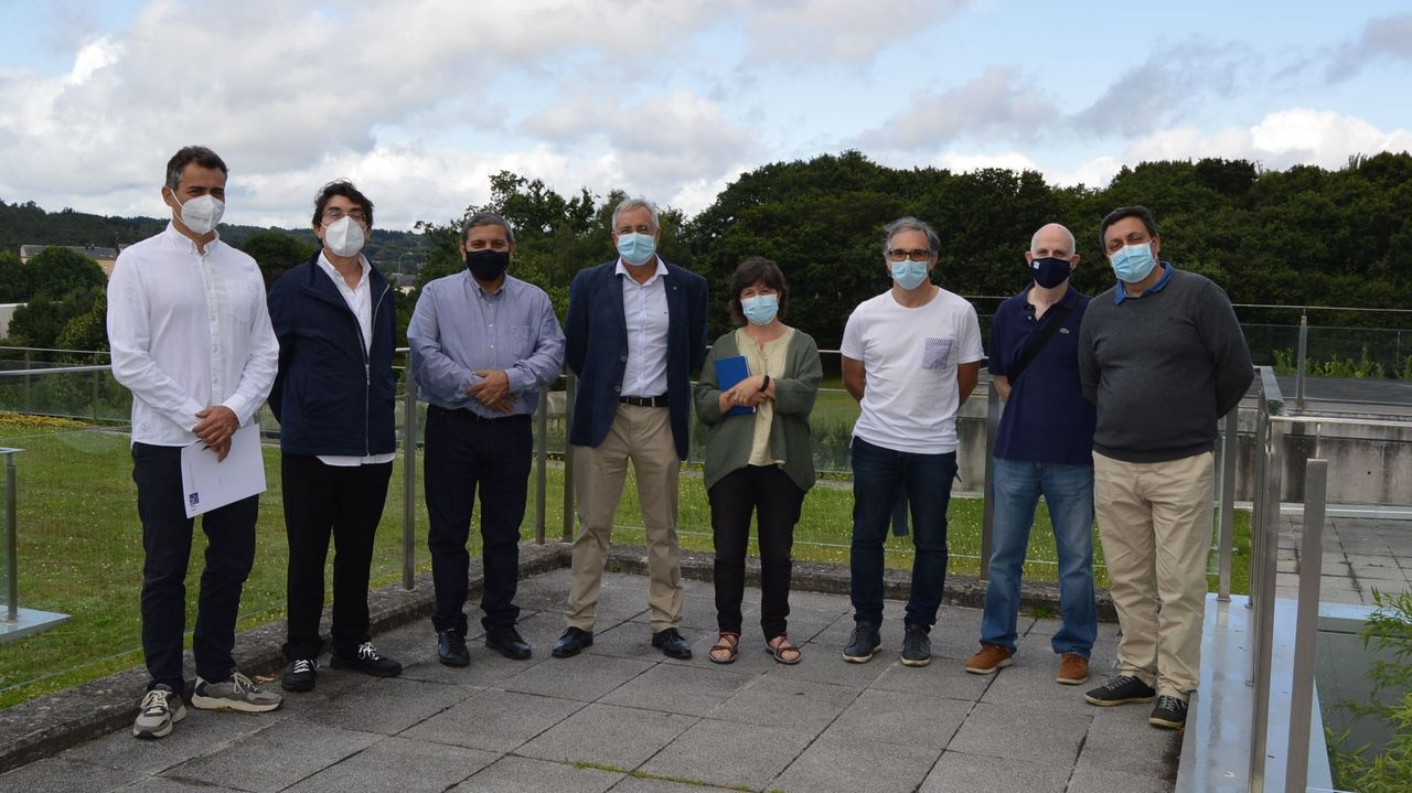 Colas en Lugo para someterse ao test de antíxenos.Profesores e investigadores del proyecto mantuvieron una reunión en Lugo