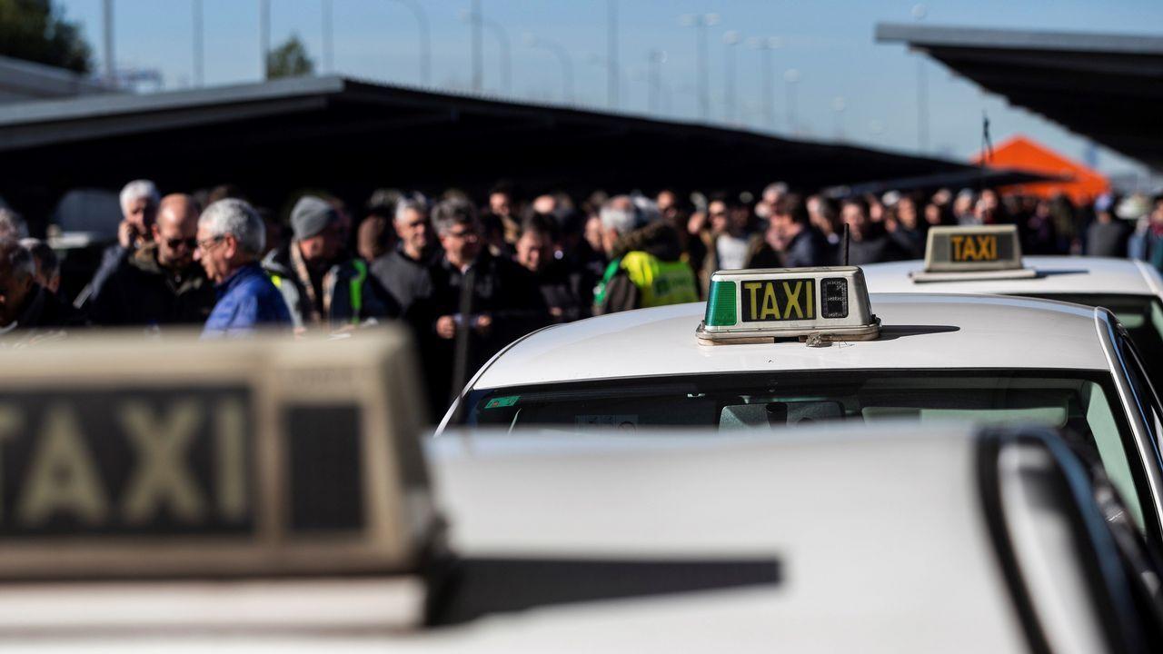 Vista del exterior de la T4 del aeropuerto de Madrid-Barajas Adolfo Suárez, donde los taxistas de Madrid han acudido a votar si seguían o no con la huelga