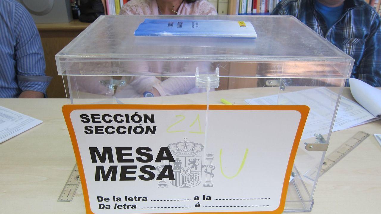 Recogida de muestras en el Hospital Público da Mariña, en Burela