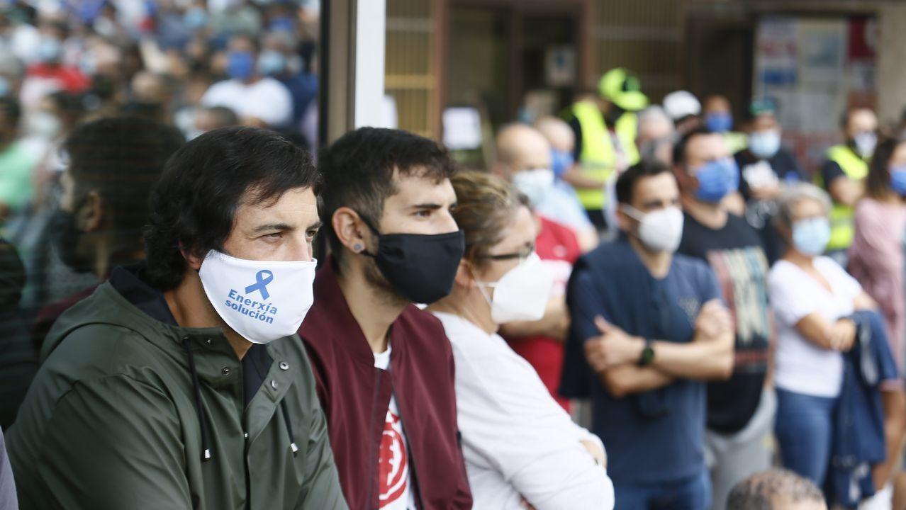 Trabajadores de Alcoa en Santiago protestando por los 534 despidos y el cierre de la fábrica de aluminio