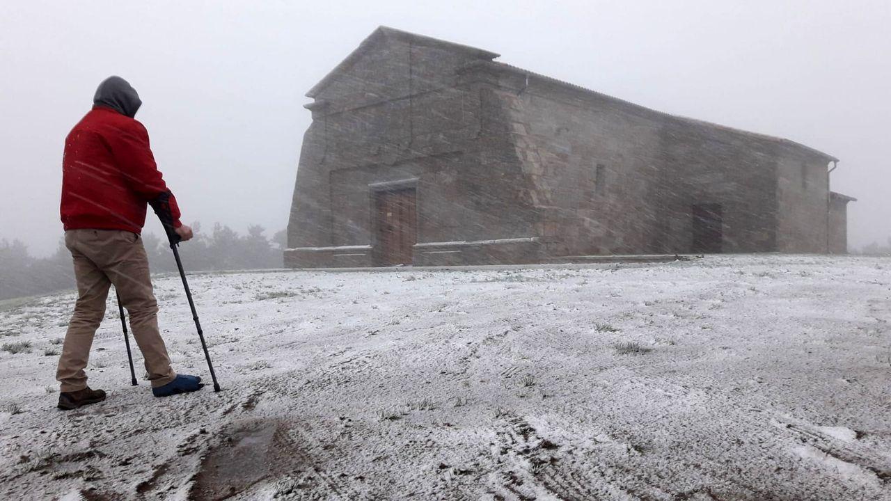 Una invasión de ratas amenaza las ayudas de la PAC en la provincia de Lugo.La nieve cayó con intensidad creciente durante la tarde del viernes en el santuario de O Faro