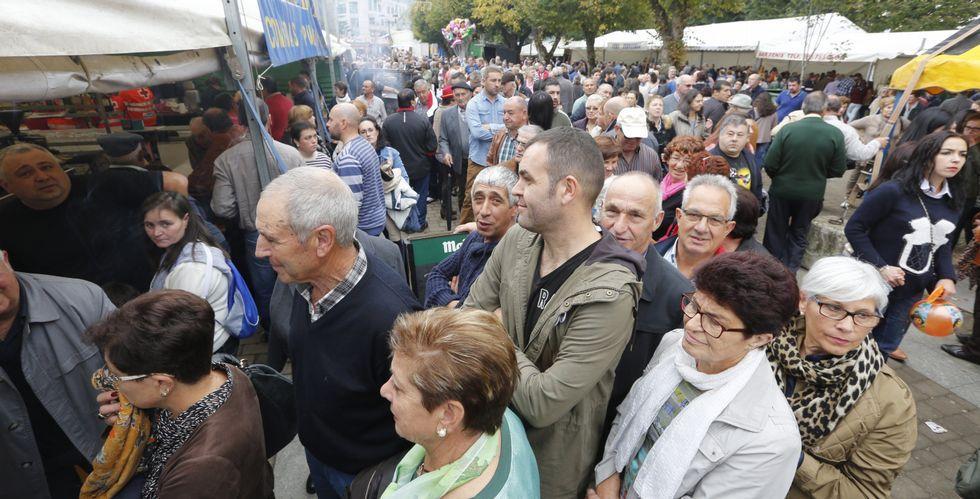Tanto el domingo (en la imagen), como el sábado, se registraron colas en las pulperías y en otros negocios de la ciudad.