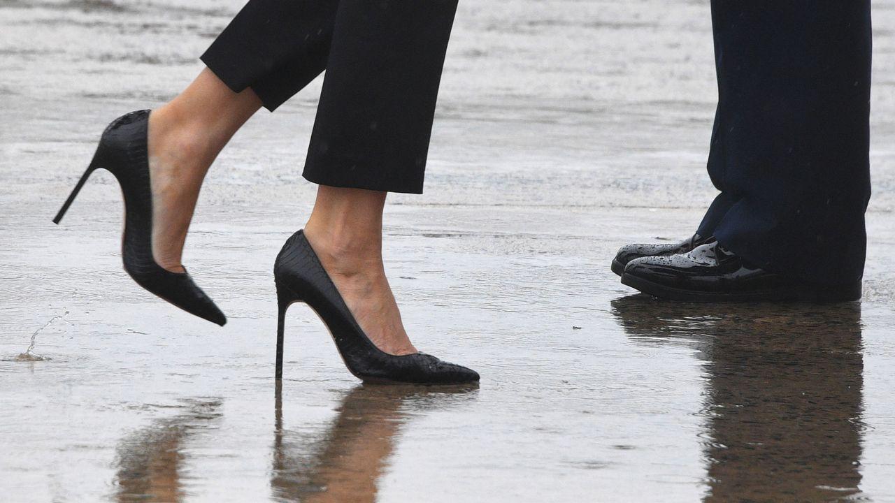 Melania Trump visita con tacones las zonas inundadas por el huracán «Harvey»
