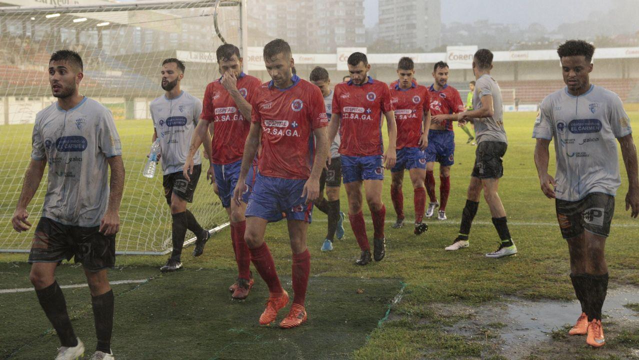 Carmelo del Pozo analiza el mercado de fichajes del Deportivo.Anquela y Cervera se saludan antes del Oviedo-Cádiz de la 17/18
