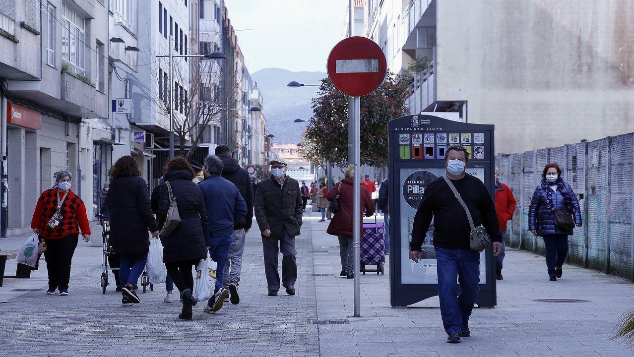 Calle peatonal de Boiro, municipio en el que no se detectó ningún caso de coronavirus en los últimos siete días