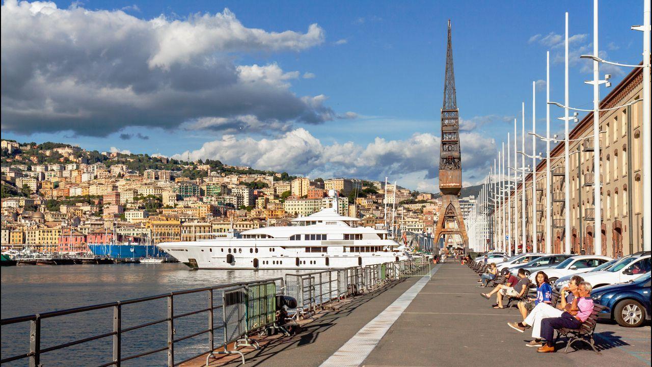 Génova. Tras una fuerte expansión en el XIX y el XX, a finales del siglo pasado Génova reestructuró su frente marítimo dotándolo de marinas, edificios singulares, piscinas, acuarios y edificios públicos, cambiando su imagen y potenciando el turismo.
