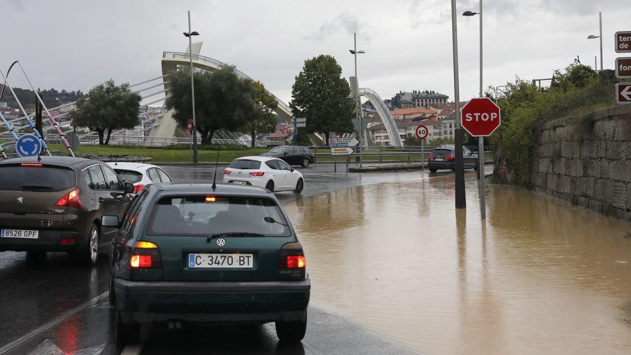 Rotonda del puente Novísimo inundada por la tormenta.El parque de Isabel la Católica de Gijón, inundado, tras fuertes lluvias hace unos meses