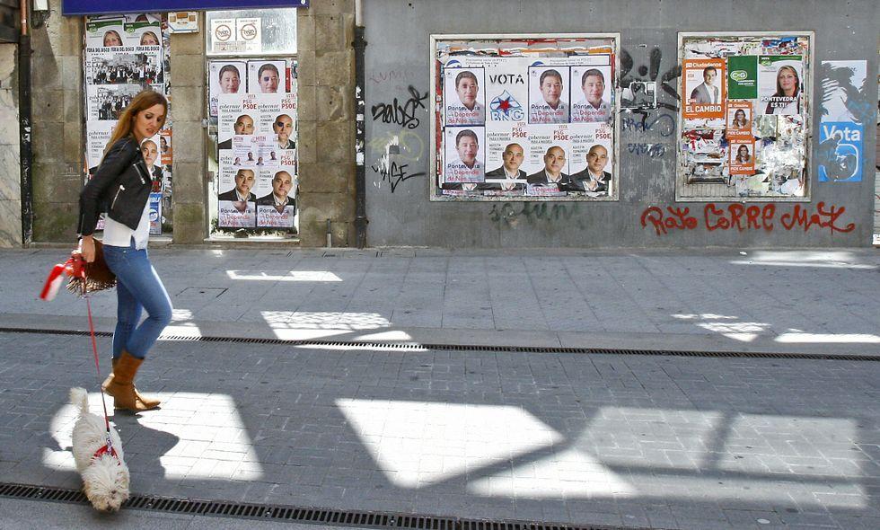 Entrevista a Xavier Vence en «Vía V».Es de prever que en las próximas semanas irán desapareciendo los carteles electorales de las calles.