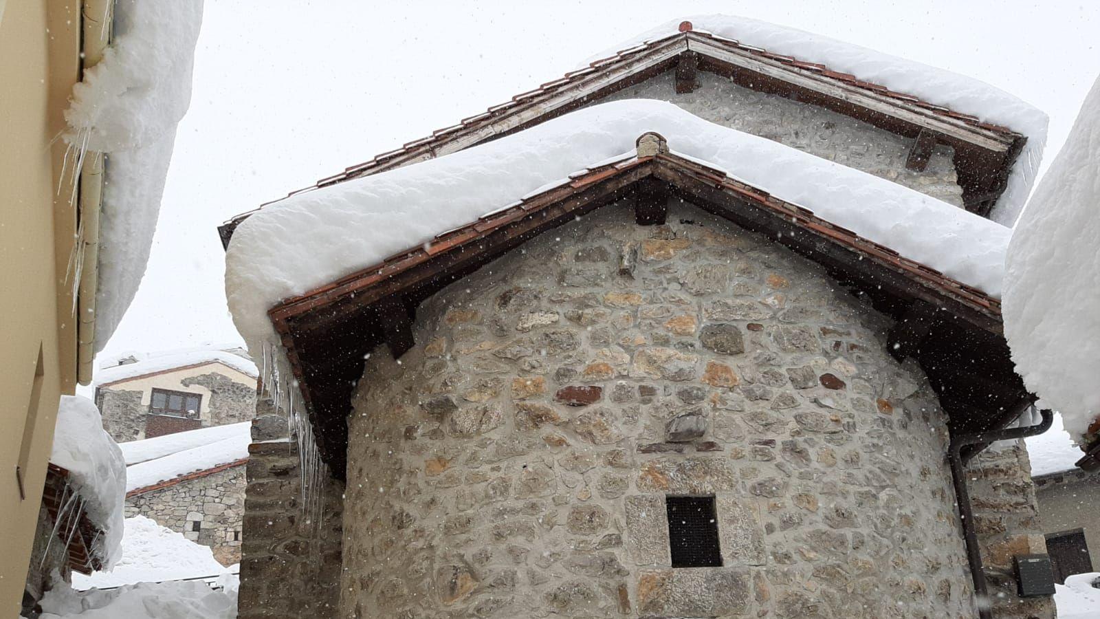 La nieve alcanza casi los dos metros de espesor en Sotres