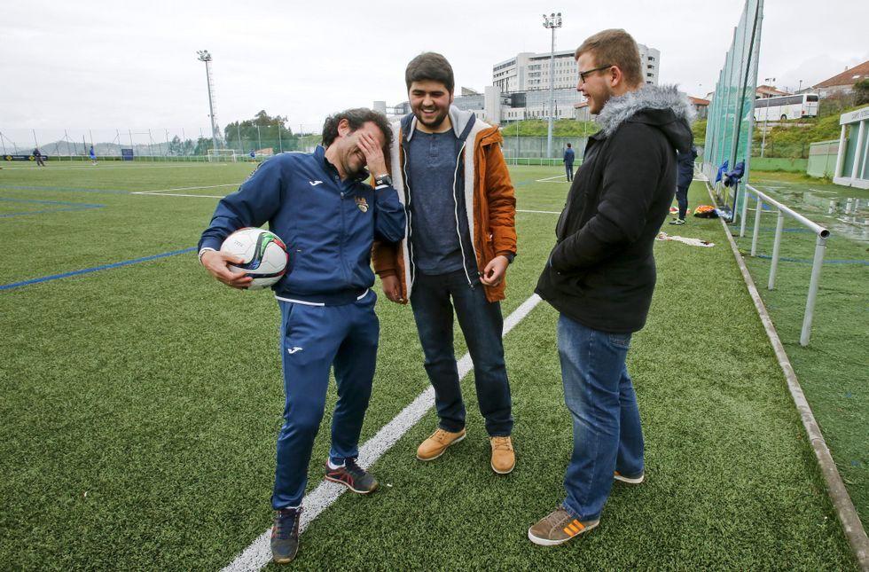 Luisito no dejó de contar anécdotas y curiosidades a Emilio (centro) y Abraham (derecha).