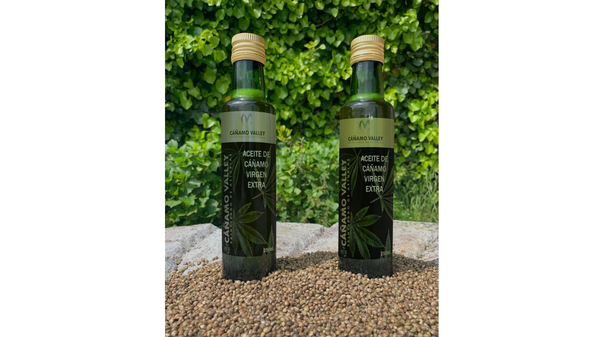El aceite de cáñamo virgen extra elaborado con semillas cultivadas en Ribadesella, recién embotellado bajo la marca Cañamo Valley