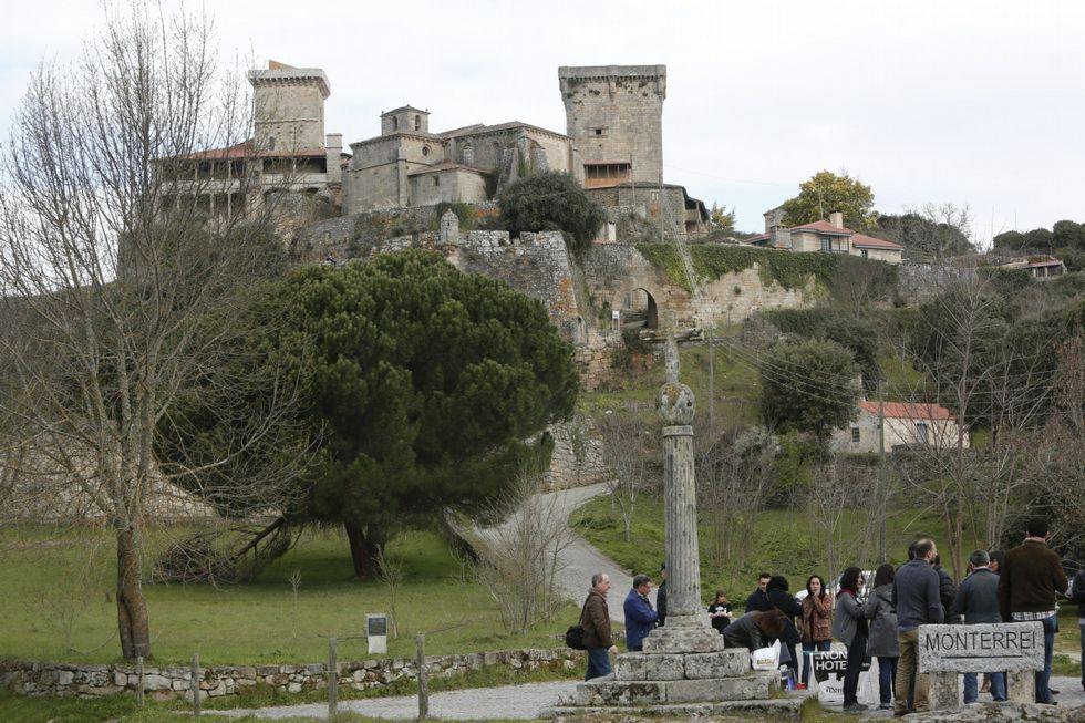 A Vigo sin pasar por Santiago.El castillo de Monterrei será reconvertido en un hotel.