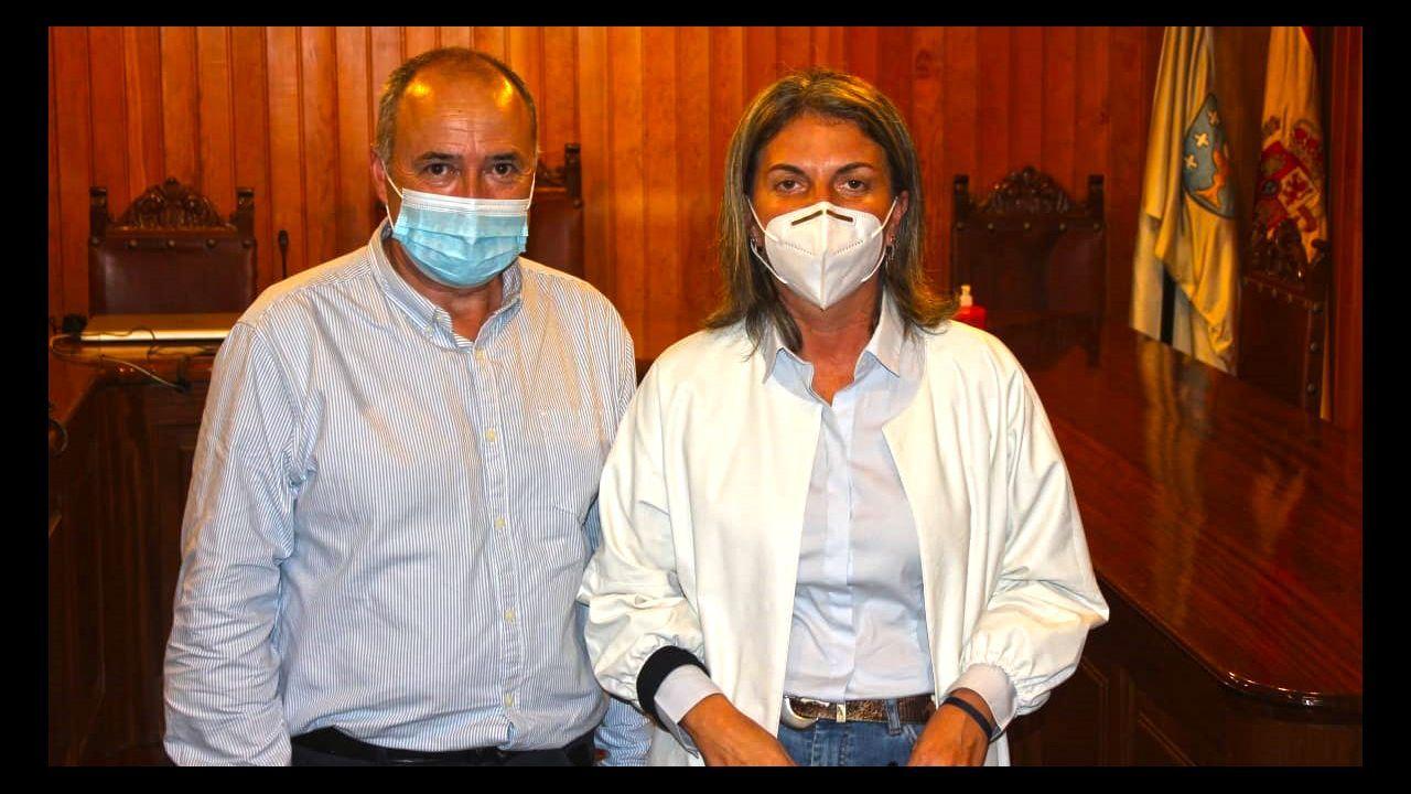 Casi nueve mil personas llamadas a vacunarse contra el covid en Pontevedra y Vilagarcía.Concentración de vecinos en el centro de salud de Moraña, convocada por BNG y PSOE, para reclamar servicio de pediatría en el municipio
