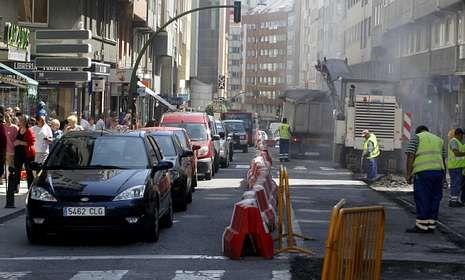 Imagen de los trabajos ayer en las inmediaciones del cruce con la ronda de Outeiro.