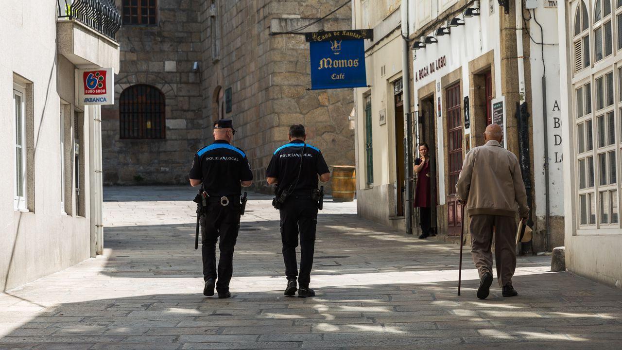 Noche de los fuegos de Gijón.Policía Local en la Ciudad Vieja