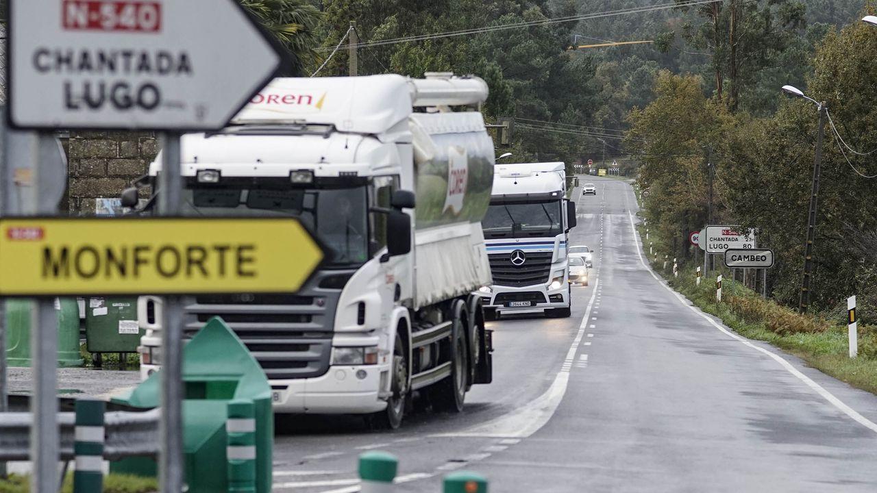LUCES DE NAVIDAD EN OURENSE.Recorrido por la carretera de Lugo hasta Monforte para los camiones