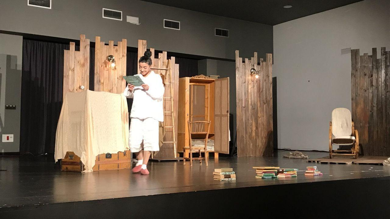Primer adelanto de  Live is Life .Un momento da representación teatral que se ofrecerá o sábado en Quiroga