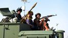 Milicianos insurgentes patrullando en la ciudad de Kandahar, cuna de los talibanes.