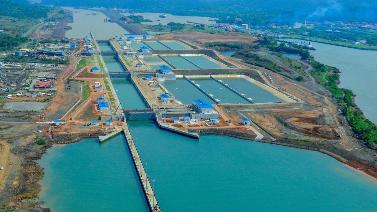 Imagen de archivo del Canal de Panamá, panorámica de la esclusa de Cocolí