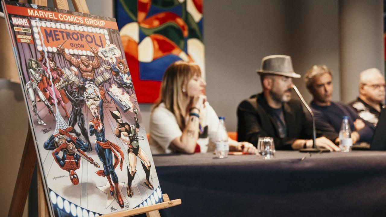 libros.Pepe Caldelas (con sombrero), en la inauguración de la cómic con de Metrópoli
