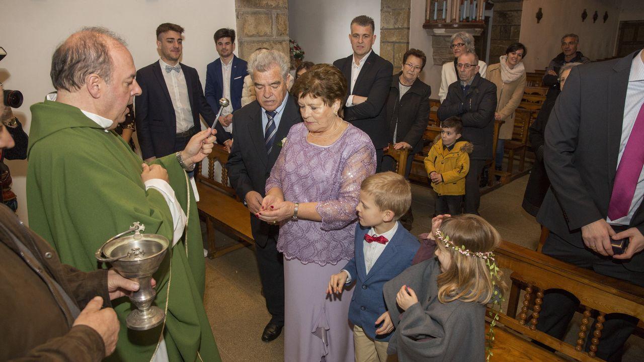 Las bodas de oro de Antonio Vázquez y Dorinda Campos. ¡El álbum!.El alcalde, Manuel Antelo (izquierda), junto a Fernando Mancebo