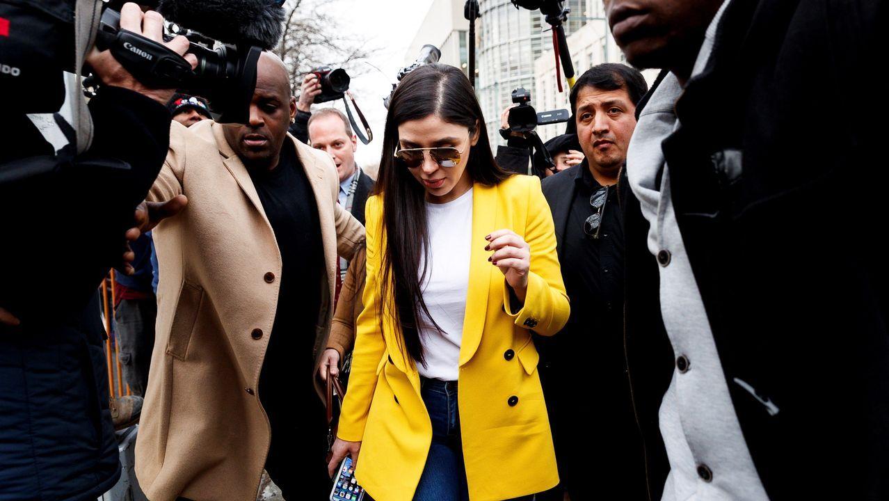 Imagen de archivo de Emma Coronel de febrero del 2019, saliendo de la corte al final del juicio contra su esposo, Joaquín «El Chapo» Guzmán