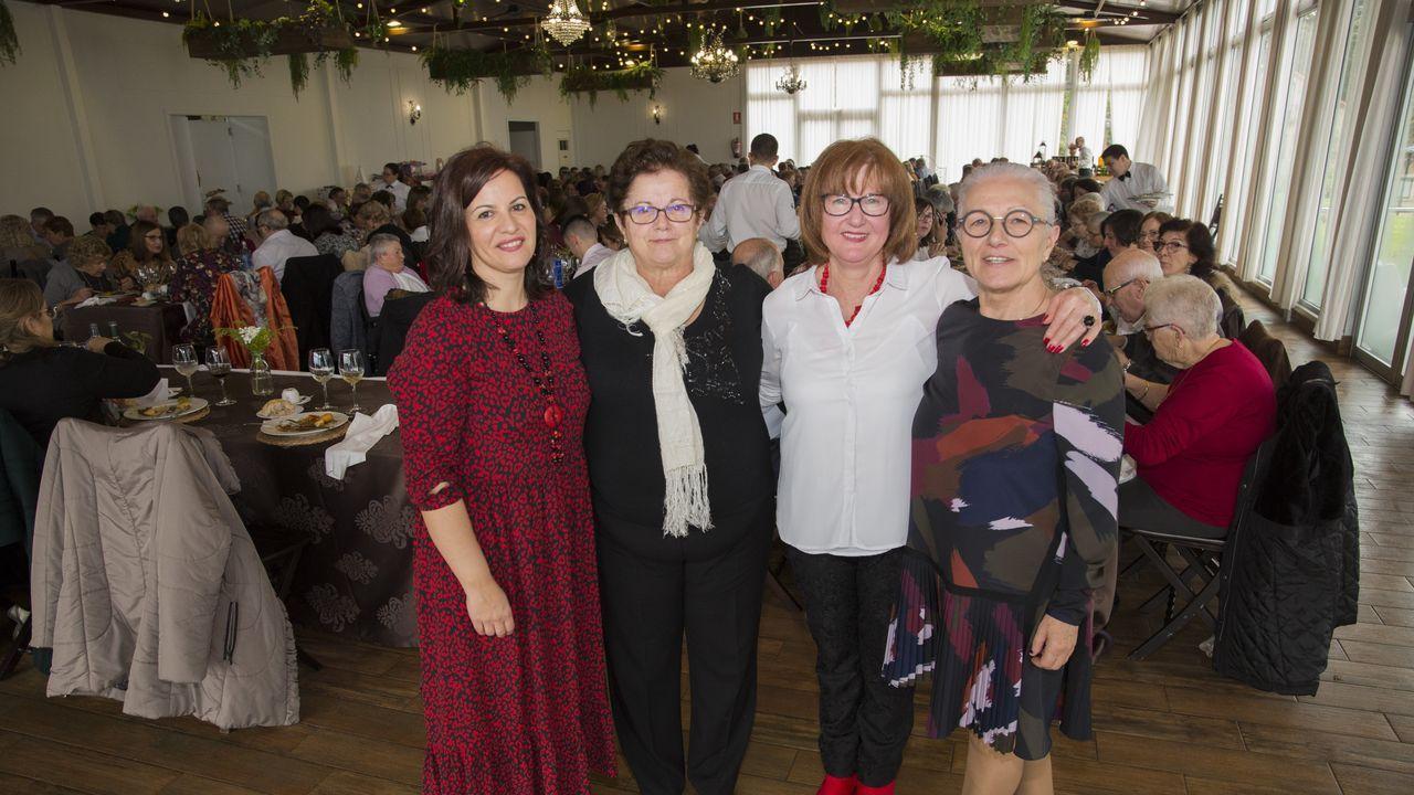¡Búscate en la comida solidaria contra el cáncer de Laxe!.Pleno de Malpica