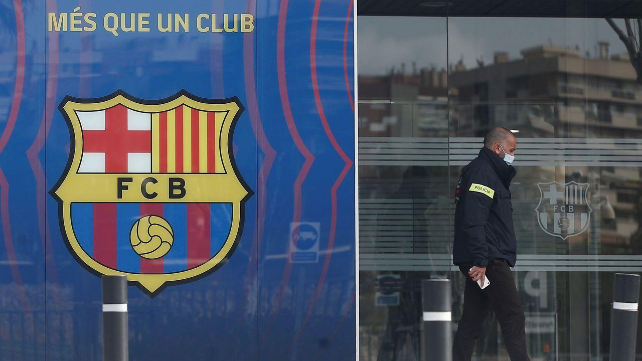 Publican en redes un vídeo de Bartomeu posando con un aficionado tras salir de declarar.Los candidatos a la presidencia del Barcelona, Toni Freixa, Víctor Font y Joan Laporta (de izquierda a derecha)