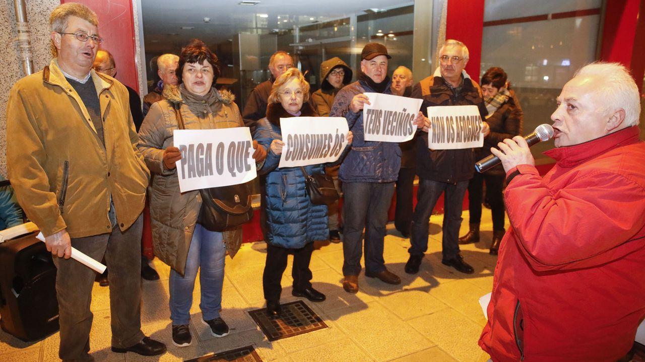 Pablo Iglesias sufre un escrache durante un acto en la Complutense.Varias decenas de personas salieron a las calles coruñesas siguiendo la llamada de Vox