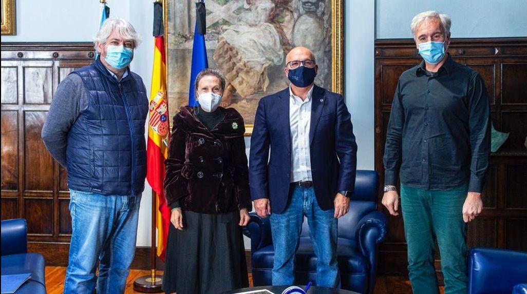 La Costa da Morte, iluminada de verde por el Día Mundial contra el Cáncer: ¡las imágenes!.Reunión del presidente de la Diputación con AECC Ourense